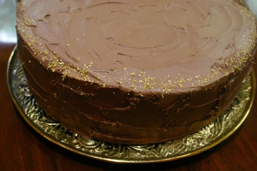 My sister-in-law bought edible gold leaf sprinkles for the edge of the two single tiered cakes.